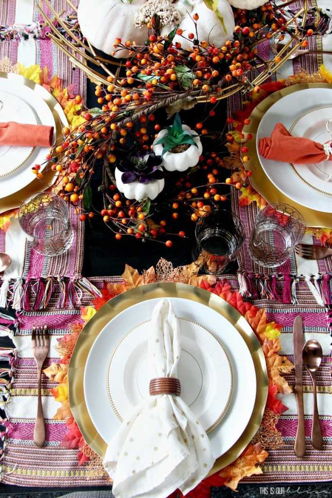 Fall-table-with-white-pumpkins-succulents-and-orange