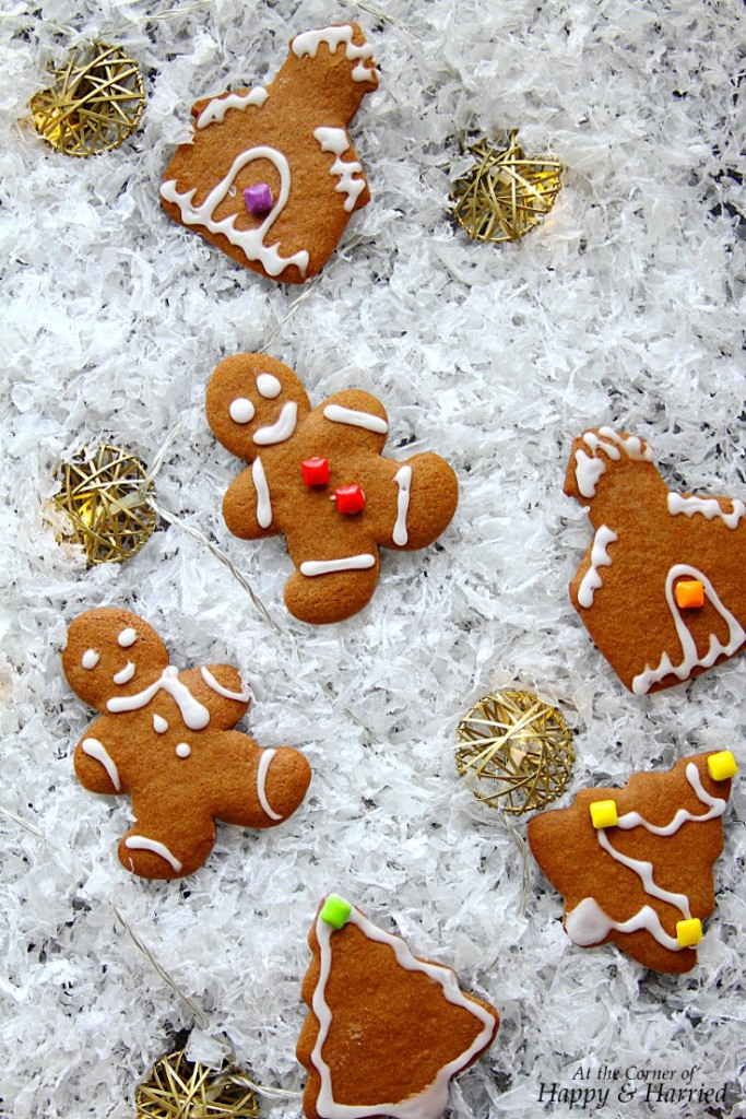 GINGERBREAD-CUTOUT-COOKIES-CHRISTMAS-COOKIES